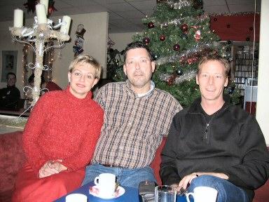 Hans van Schaik en de heer en mevrouw Trampe van hoofdsponsor van Canon